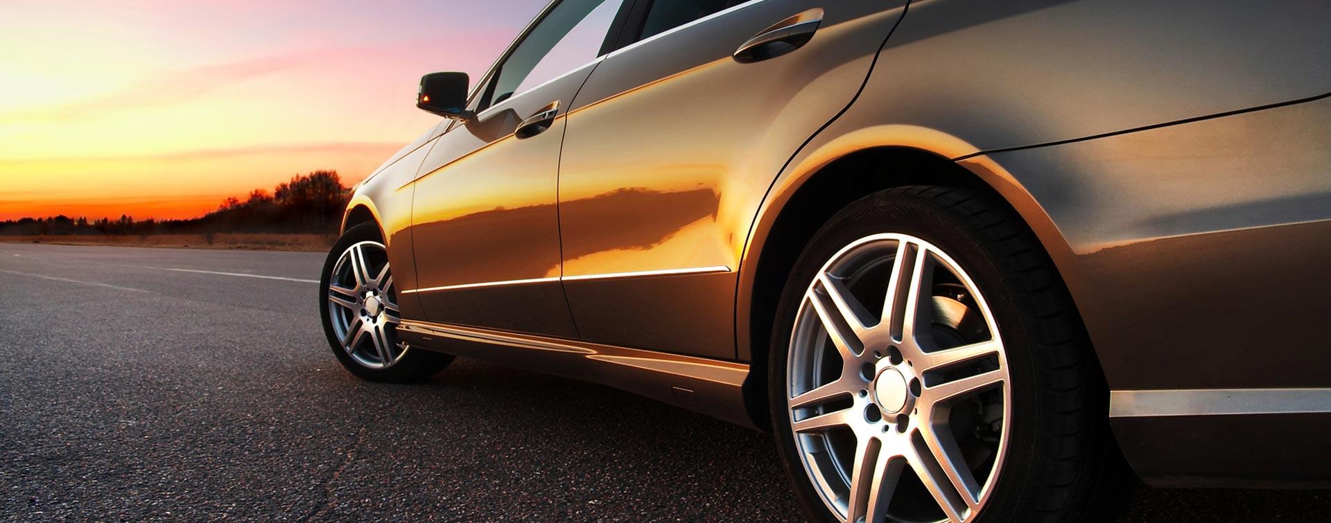 Alinhamento, equilibragem, enchimento com nitrogénio, reparação de furos, montagem e substituição de pneus.
